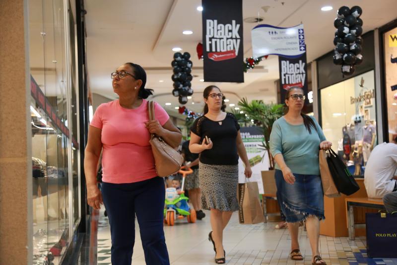 Jean Ramalho - Consumidores aproveitaram a sexta-feira de promoções para comprar com economia