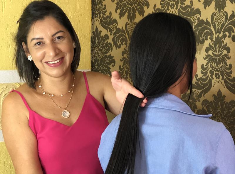 Cedida - Mulheres doam mechas de cabelo em apoio a pacientes com câncer