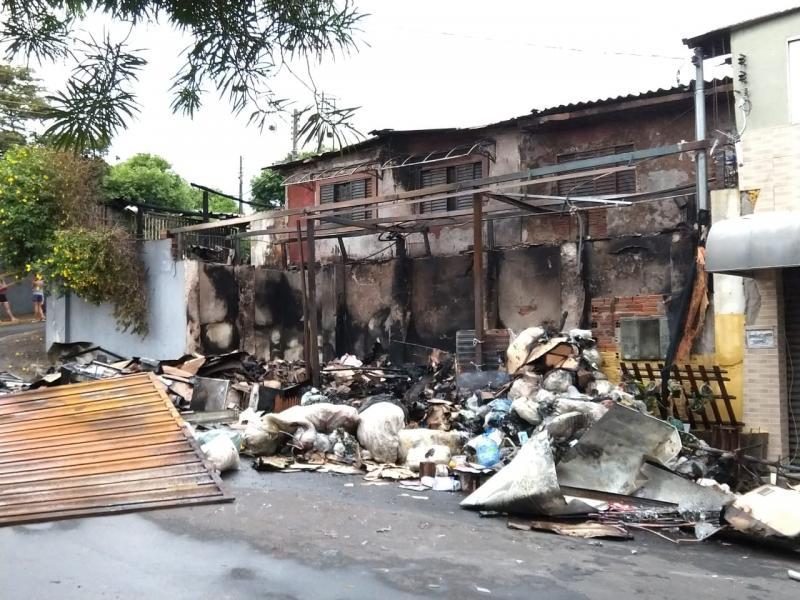 Pedro Silva - Até o começo da manhã, área ao redor do imóvel permanecia isolada
