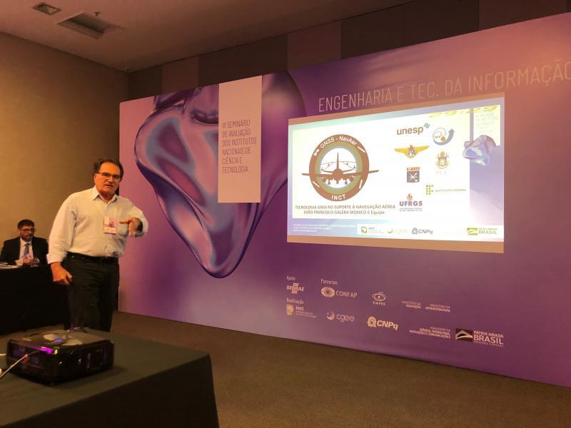 Professor Joao Francisco Galera Monico apresenta resultados do INCT GNSS NavAer - projeto de suporte à Navegação Aérea coordenado pela Unesp de Prudente, no 3º. Seminário de avaliação do Instituto Nacional de Ciência e Tecnologia, em Brasília