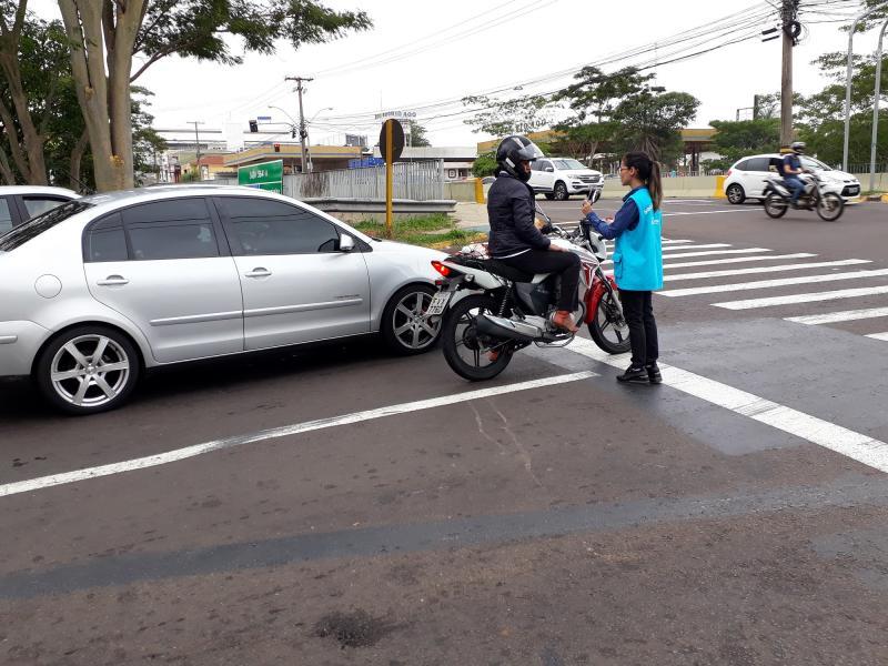 Energisa - Colaboradores distribuíram materiais de orientação para motoristas e motociclistas