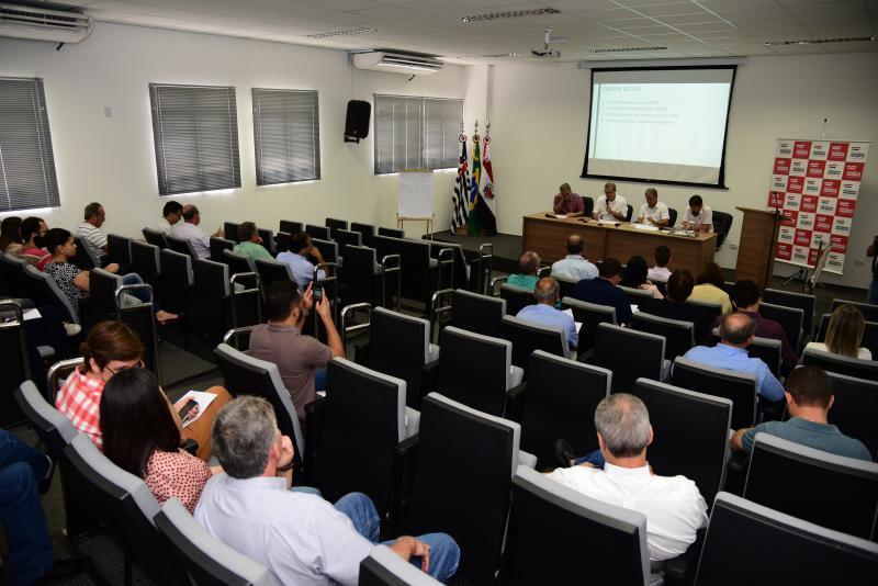 Paulo Miguel - Representantes das 10 prefeituras conveniadas estiveram presentes na reunião