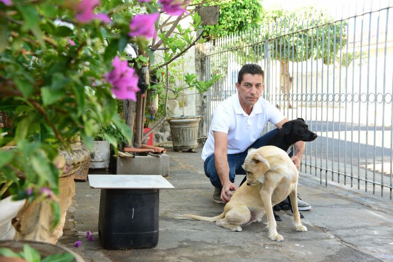 Paulo Miguel - Marcio comenta que, muitas vezes, se ausenta do próprio serviço para atender e resgatar cães