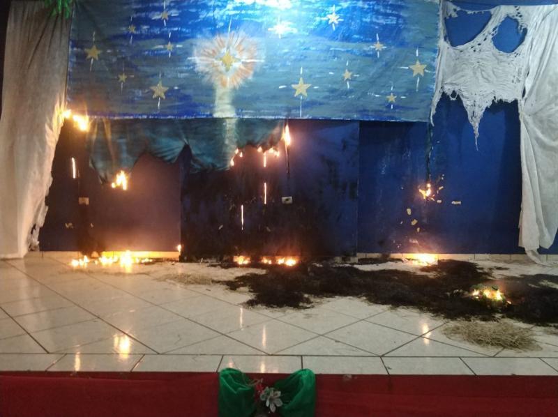 Prefeitura de Iepê - Palco da praça foi o mais prejudicado pelas chamas