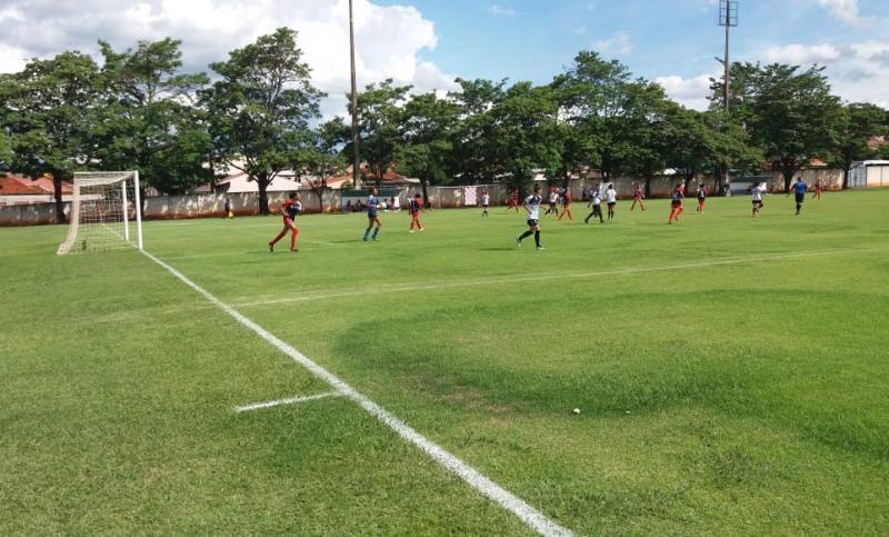 Cedida/ Marcos Chicalé - Equipes femininas do sub-14 e sub-17 de PP seguem seus sonhos em cada passe nos gramados