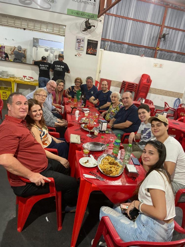 Antonio Bongiovani reuniu filhos e netos, para comemorar, no Bar Pisca