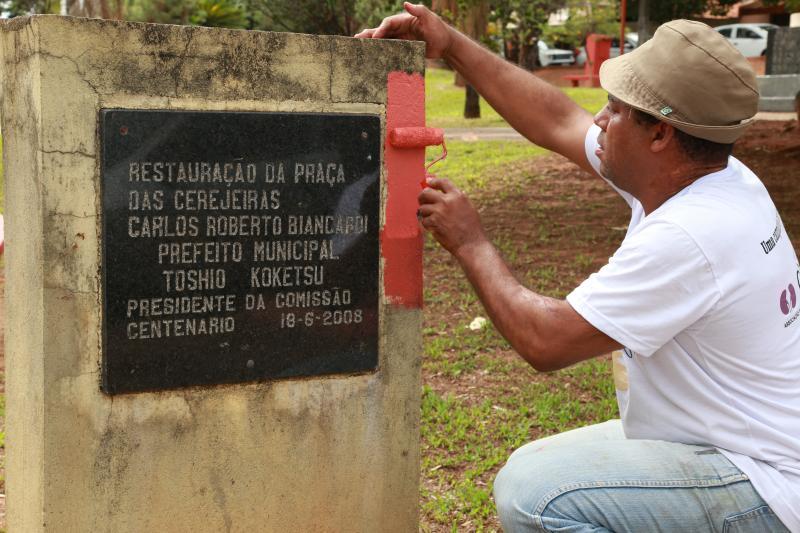 Pedro Silva - Entidade está pintando as instalações da praça para revitalizá-la