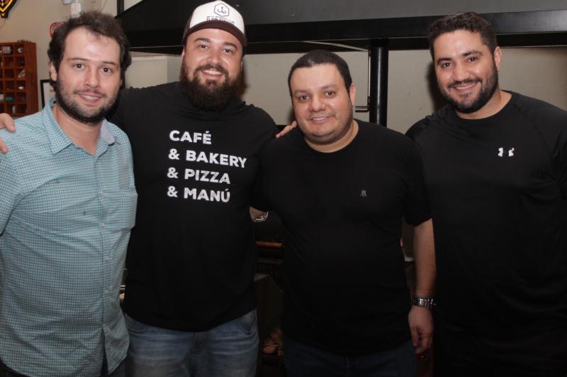 Walter Neto, Gustavo Leonel, Luciano Pacheco e Rodolpho Rocha no Casimiro Bar B.Q.