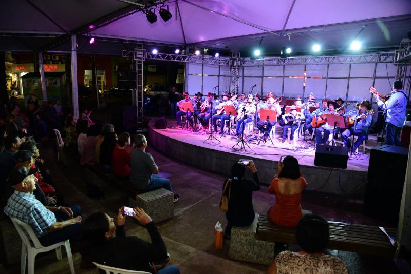 Paulo Miguel:Cantatas, que seguem até domingo, emocionam público presente na Praça Nove de Julho