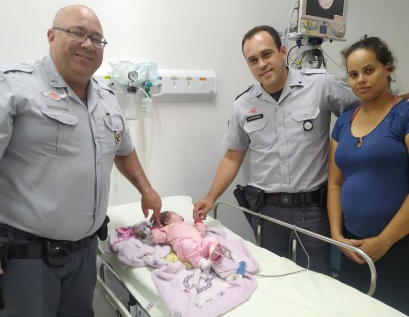 Cedida: Policiais fizeram a Manobra de Heimlich e reanimaram a pequena Lorena