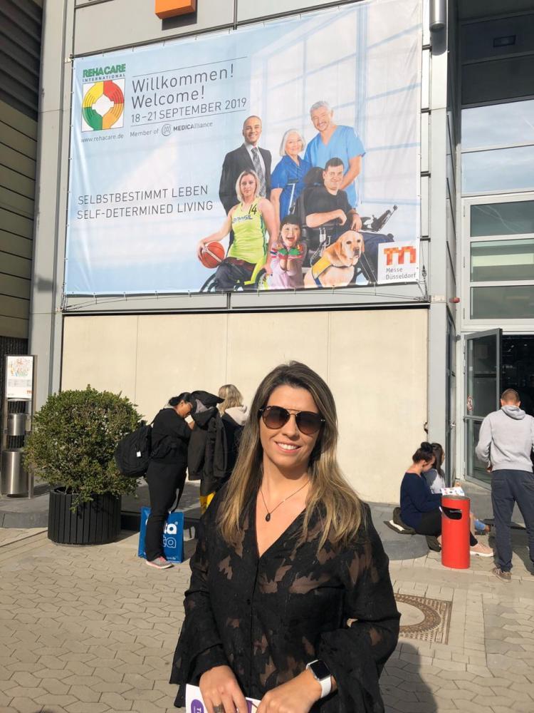 Vanessa Macorini, da clínica Neurofisio Intensiva, esteve na Rehacare, maior feira de reabilitação do mundo