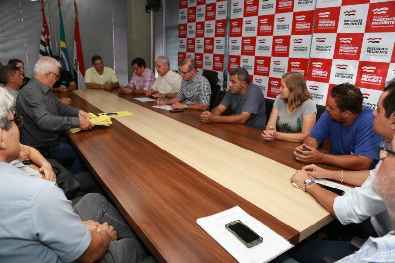 Jean Ramalho - Assinatura do contrato com os empresários ocorreu na tarde de ontem, na Prefeitura