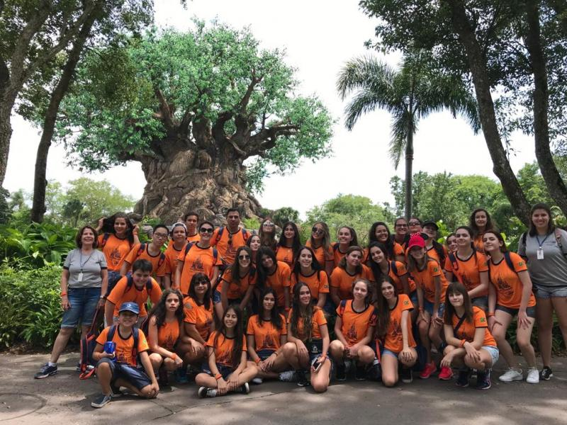 "Grupo da Welingtour à frente da ""Arvore da Vida"", no Disney Animal Kingdom"