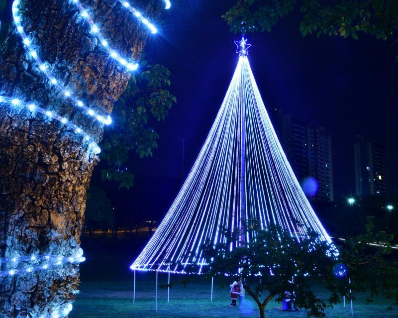 Paulo Miguel - Árvore de Natal prudentina dá mais luz ao Parque do Povo