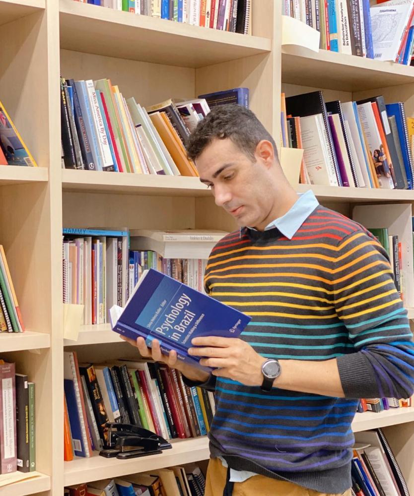 Foto: Miguel Toninato/CedidasPadre Rafael Contini foi aprovado na única vaga para doutorado na UFScar (Universidade Federal de São Carlos) em psicologia