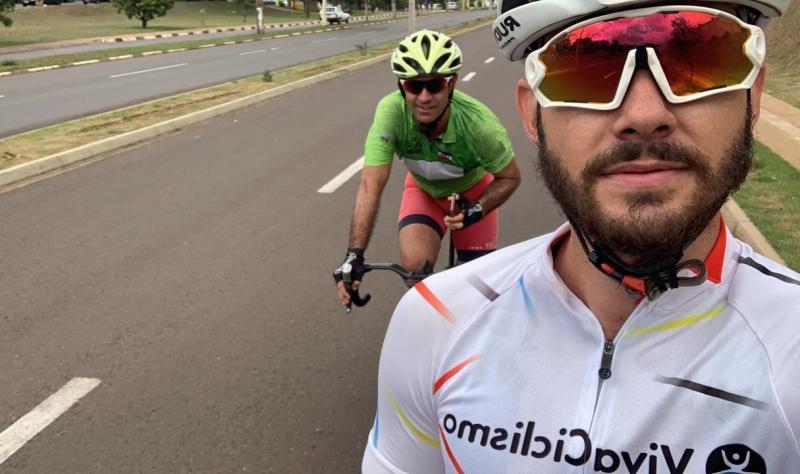 Cedida - Caíque e Rogério (ao fundo) registraram os últimos treinos pelas ruas de Prudente