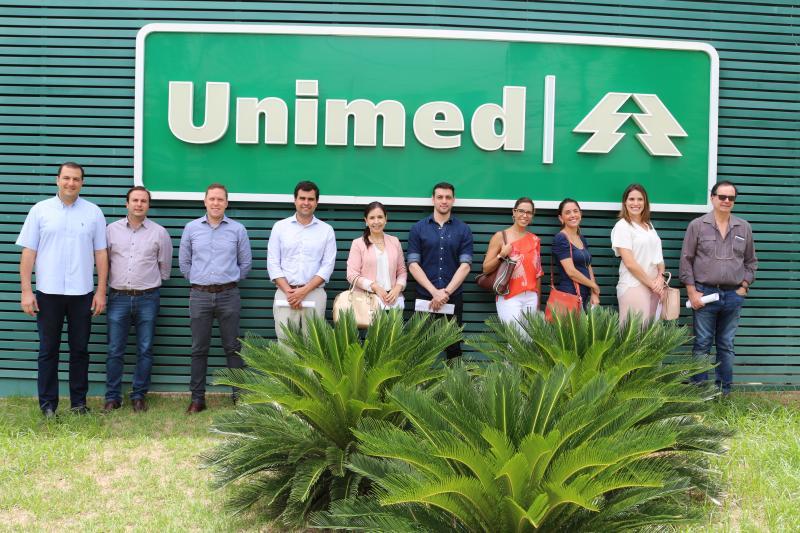 Onze novos cooperados da Unimed Prudente em tour pela sede na cidade