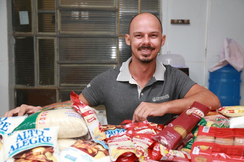 Isadora Crivelli - Luiz Baldez Júnior pede ajuda da comunidade para preparar ceia e distribuir cestas de Natal