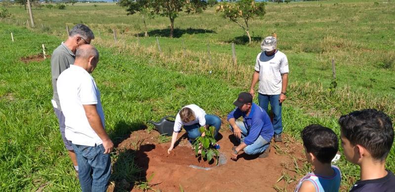 Prefeitura de Epitácio - Plantio é uma das metas do Programa Cidade Sustentável