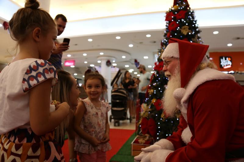 Isadora Crivelli:Papai Noel doa amor e esperança a todos que se aproximam dele