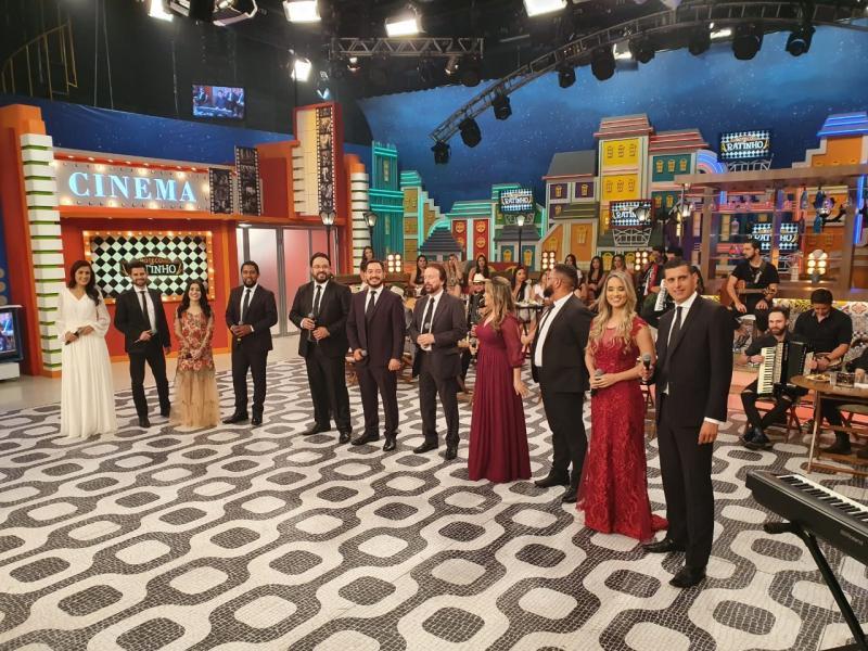 """Cedida/Thiago Grandolfo - Grupo se apresenta na noite de Natal no """"Programa do Ratinho"""""""