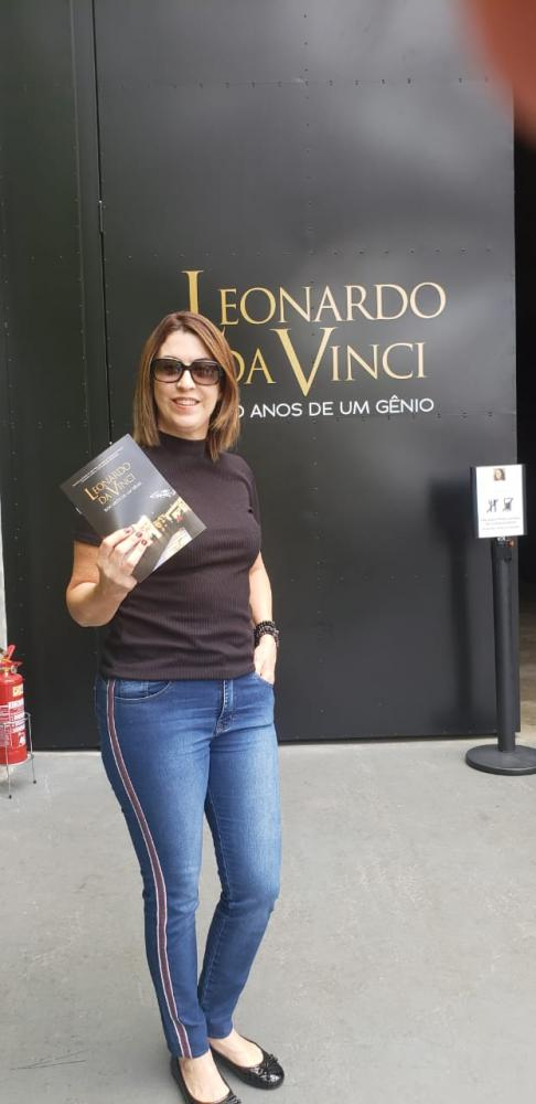 Teacher Arlene Correia na exposiçãoLeonardo da Vinci – 500 Anos de um Gênio em São Paulo