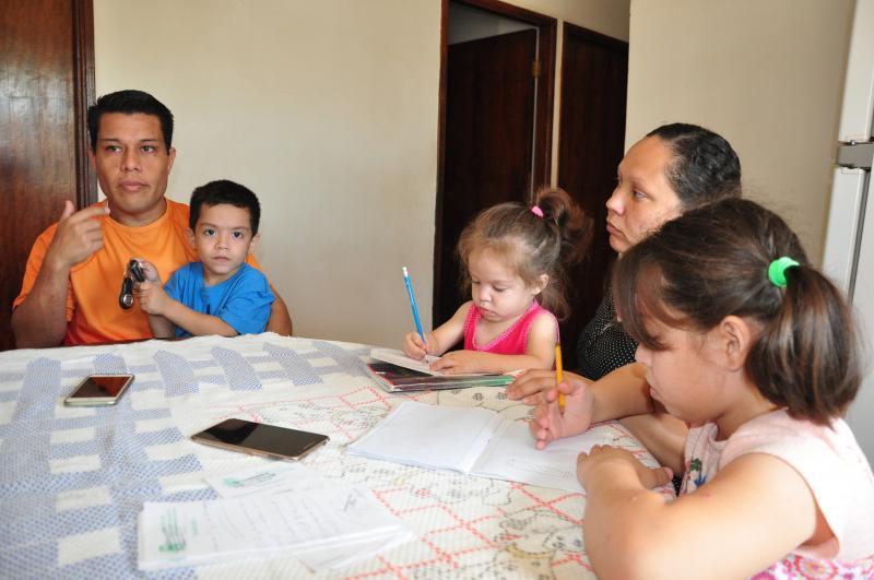 Agente ferroviário Darwins Suarez, 34 anos, cuja família recorreu ao fluxo migratório para o Brasi
