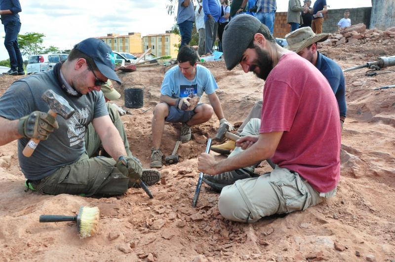 Arquivo: Pelo menos sete pesquisadores, brasileiros, americanos e argentinos, iniciaram novas escavações no sítio paleontológico de Presidente Prudente