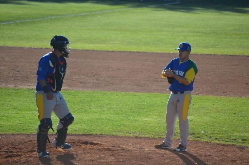 Cedida / Mario Kaneki - Guilherme Takahashi foi vice-campeão adulto de beisebol no Sul-Americano, na Argentina