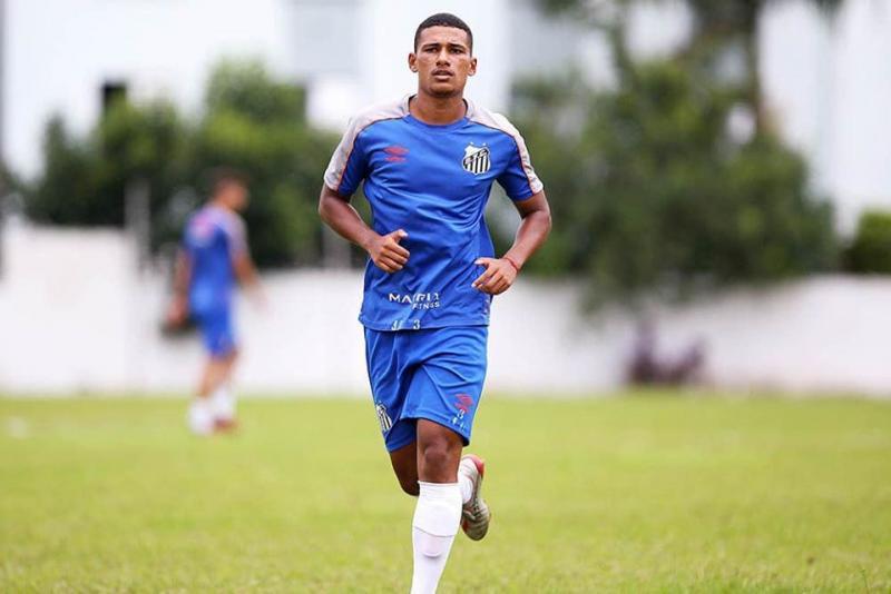 Arquivo Pessoal - Donizete Júnior Marra Bahia, 19 anos, atuará como meio-campista