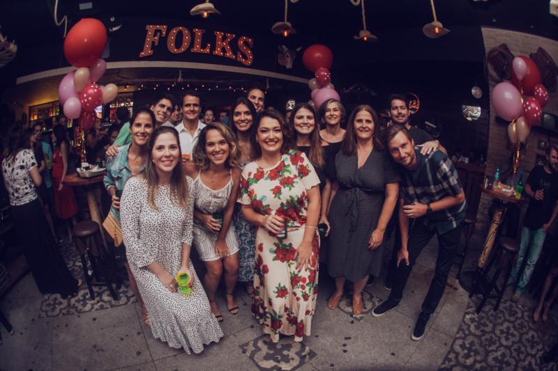 Maria Fernanda comemora com amigos e familiares seu aniversário na Folks Prudente