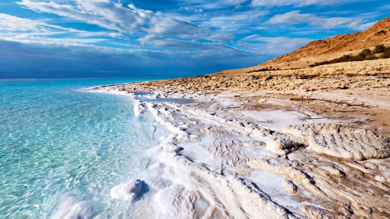 O Mar Morto é um mar de água extremamente salgada localizado no Oriente Médio, mais precisamente na divisa dos territórios de Israel, Palestina e Jordânia
