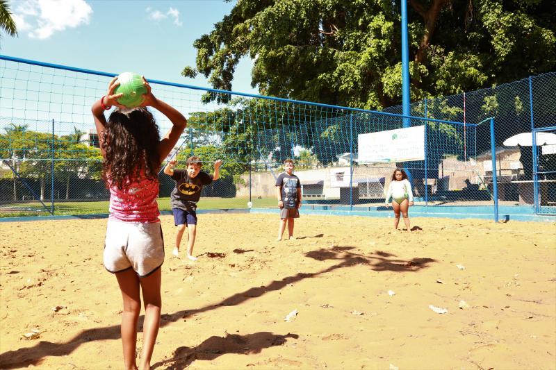 Jean Ramalho - Ação, iniciada ontem, promove junção de brincadeiras atuais e tradicionais no Tênis Clube