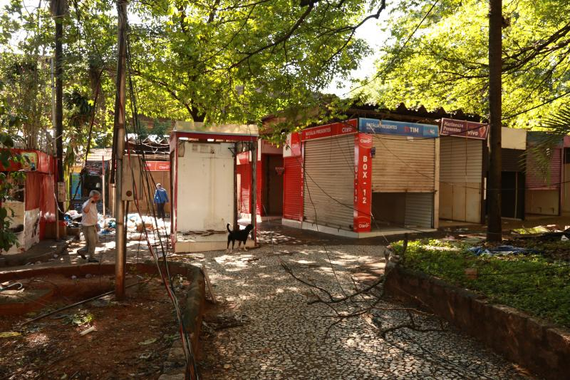 Isadora Crivelli - Muitas fiações soltas se destacam no local, cuja energia já está cortada desde sábado