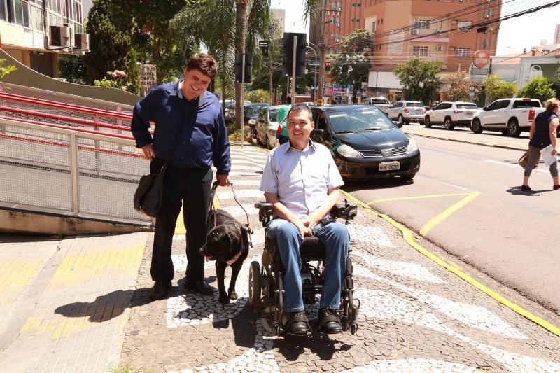 Isadora Crivelli - Daniel, com apoio da Prefeitura, representada pelo vice-prefeito, Douglas Kato, pretende fortalecer o uso do cão-guia em Prudente