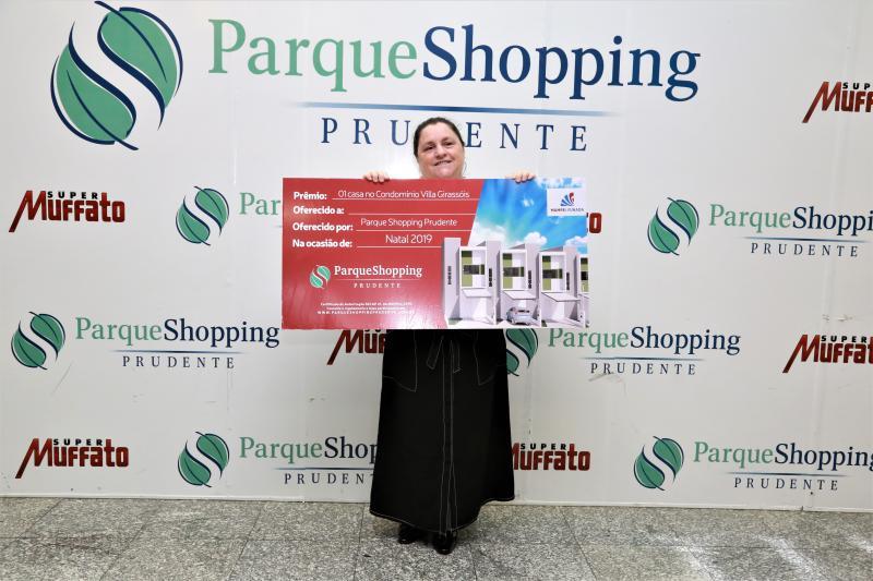 Isadora Crivelli - Marta ficou feliz e surpresa ao saber que foi sorteada na promoção e ganhou uma casa