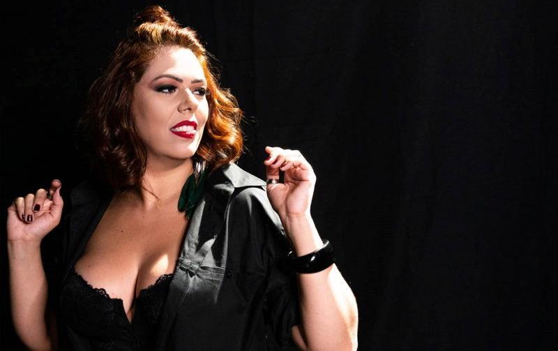 Reprodução/Luiz Campana - No show desta noite, Adriana Cavalcanti fará uma homenagem a Beth Carvalho, falecida em 2019