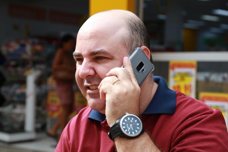 Isadora Crivelli - Luiz não possui telefone fixo, resolve tudo pelo telefone celular