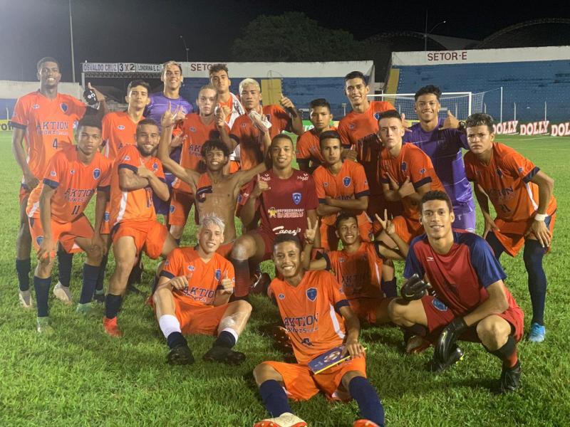 Foto: Osvaldo Cruz FC/Divulgação – Mesmo com desclassificação meninos do Azulão comemoram