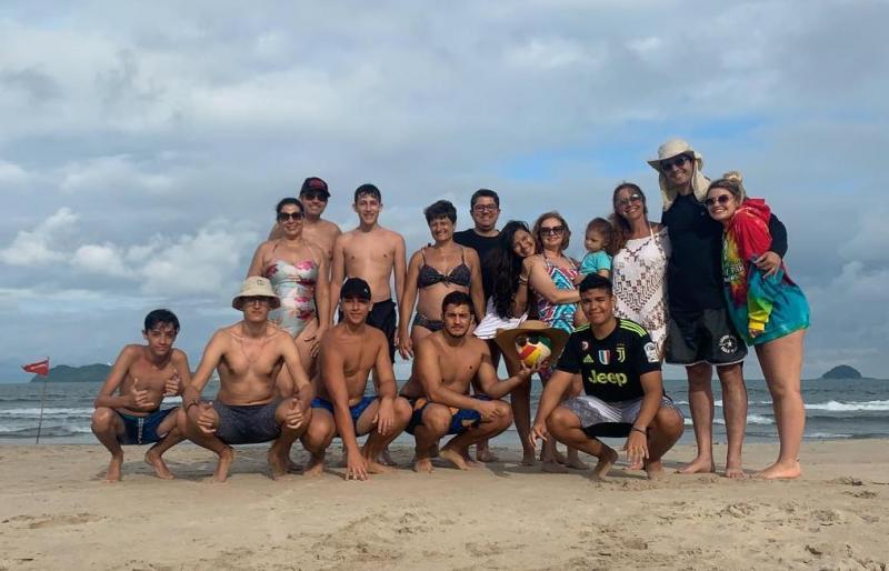 Foto: Passageiros da Vencestur, de férias em São Francisco do Sul, Santa Catarina