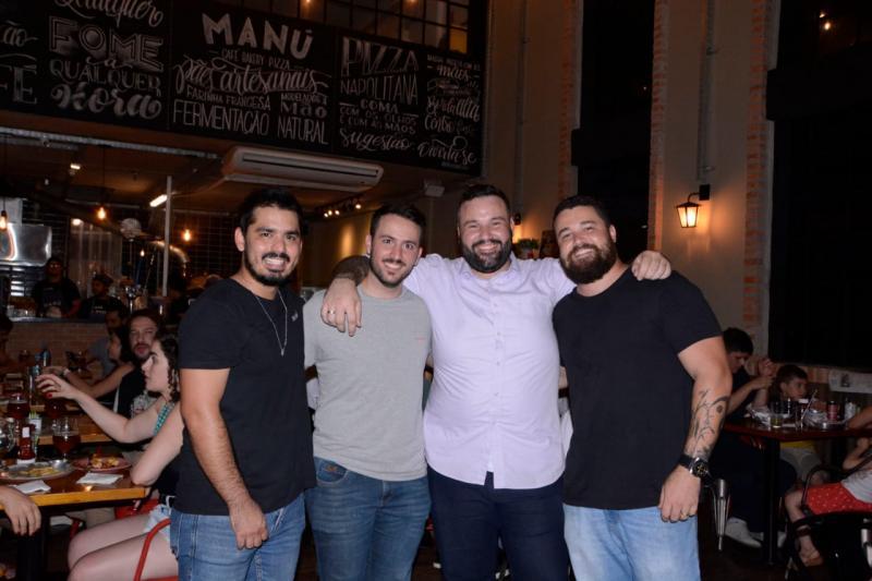 Elizabeth Santos:André Tamaoki, Luis Zaneti, André Schwenck e Gustavo Leonel comemoram 1 ano de Manú Bakery