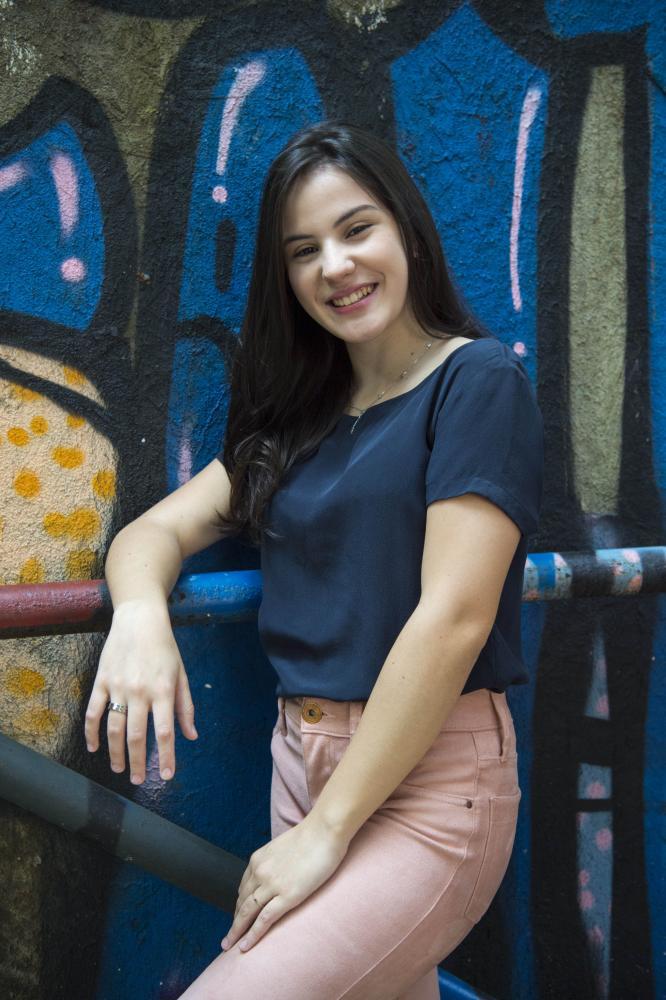 Estevam Avellar/Globo - Giovanna Rispoli representa diversas situações vividas por jovens com deficiência auditiva