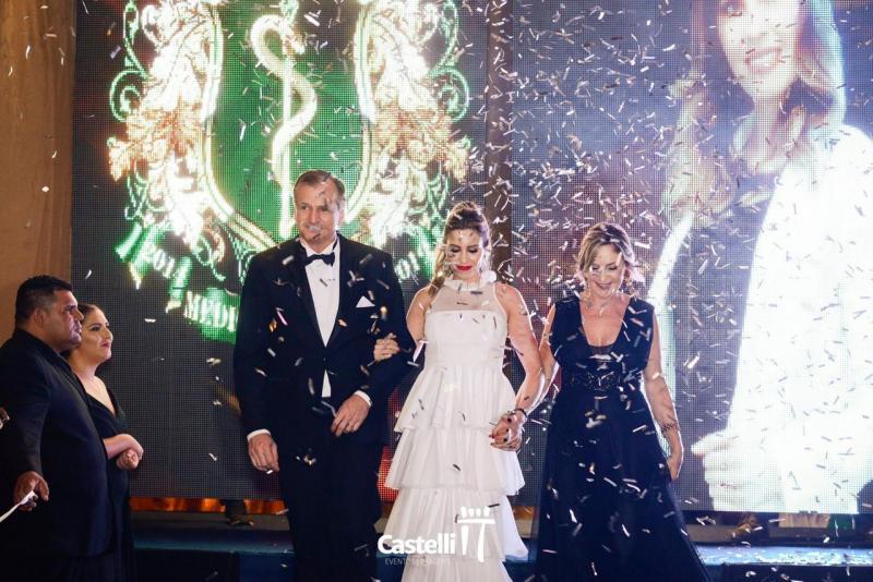 Reginaldo Zanelato e a esposa Cris Dallari Zanelatto vivem a emoção de formar a filha Ana Flávia, em Medicina