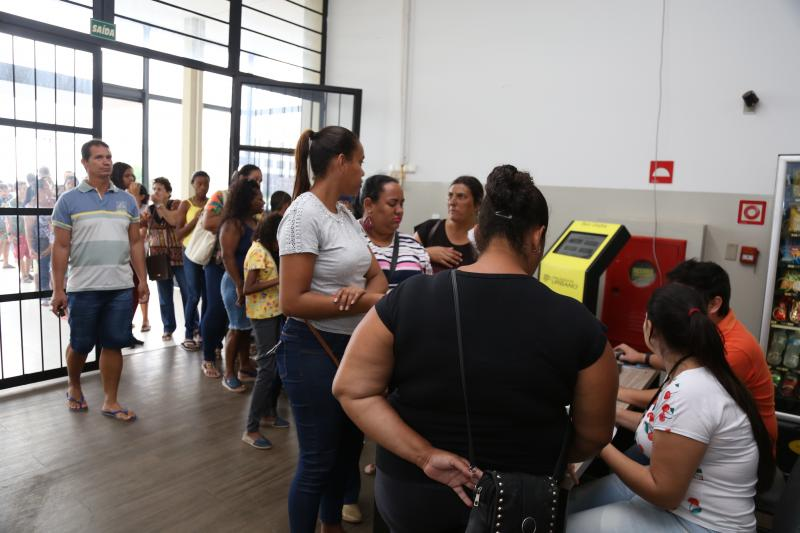 Isadora Crivelli - Ontem, durante alguns momentos, formou-se fila na Fundação Inova, devido ao horário de ônibus para o local