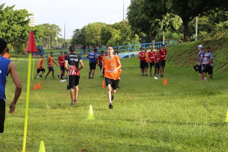 Weverson Nascimento - Meninos fizeram primeiro treino do ano na tarde de ontem, no Parque do Povo