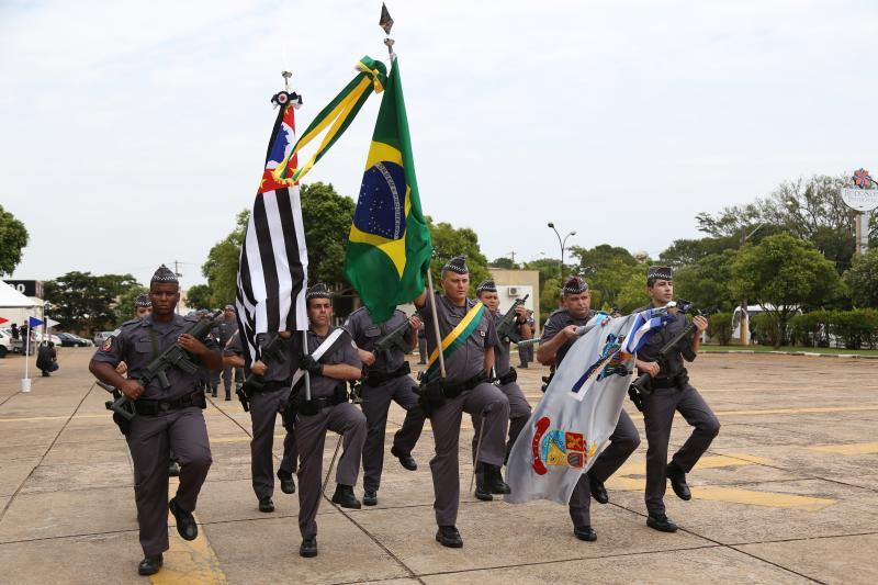 Isadora Crivelli - Policiais militares desfilaram durante a cerimônia de aniversário do Comando