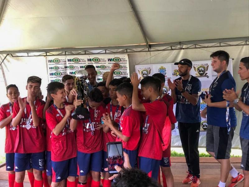 Cedida - Meninos do Grêmio Prudente/Semepp comemoram o vice-campeonato