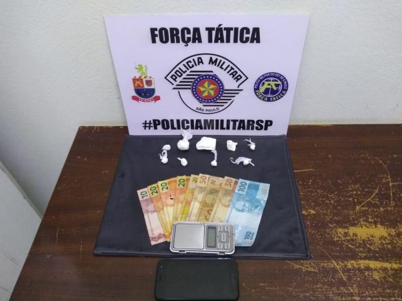 Foto: Polícia Militar – Polícia apreendeu drogas, dinheiro e aparelho celular