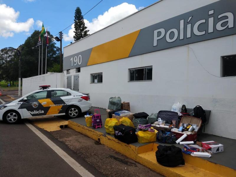 Foto: Polícia Militar - Diversas mercadorias foram encontradas durante a vistoria da polícia