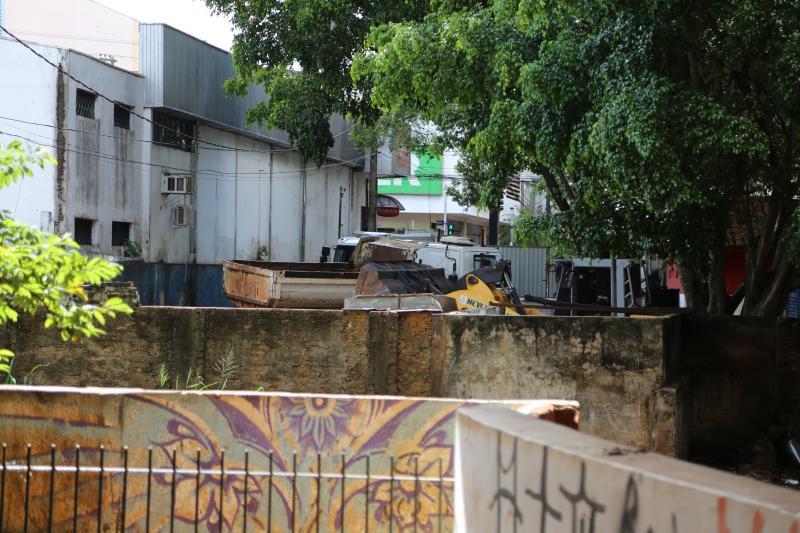 Weverson Nascimento - Prefeitura finaliza a retirada de entulhos do local, a fim de dar início aos trabalhos
